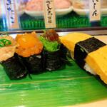 寿司 魚がし日本一 - 軍艦巻き3種、玉子