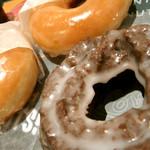 クリスピー・クリーム・ドーナツ - 【オリジナル・グレーズド】と【オールドファッションチョコレート】