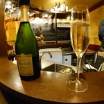 コントワール15 - René Jolly Blanc de Noirs Brut(ルネ・ジョリー ブラン・ド・ノワール ブリュット)フランス北東部シャンパーニュ地方から✨辛口シャープなのに爽やかフルーティーな後味でした♫