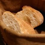 コントワール15 - バケット¥300-✨ このパン袋でいつまでも温かい!※すでに2切れ食べています…