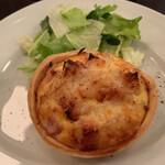 Cafe Chaton Rouge - キッシュ ロレーヌ(サラダ付き)