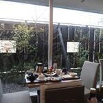 ゆうじん - 窓側席1