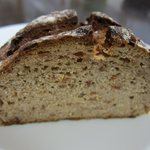 まろん - ライ麦パン オニオン&サラミ