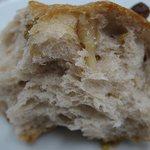 まろん - くるみのバタークッペ もっちりパンにくるみがとてもいいアクセントに