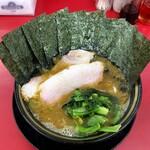 家系ラーメン王道 いしい - ラーメン730円麺硬め。海苔増し100円。