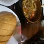Kicchinandochikimpepuchido - 自家製パンで食べるアヒージョ