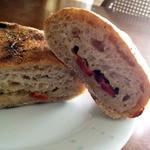 パン工房 のら - オリーブ・チーズ・ドライトマト