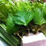 桃太郎 - 桃太郎鍋の野菜盛り、18種の野菜をしゃぶしゃぶでお召し上がりください。
