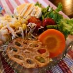 三丁CAFE - 令和2年11月 ランチタイム(11:30~15:30) お昼のランチのサラダ