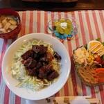 三丁CAFE - 令和2年11月 ランチタイム(11:30~15:30) お昼のランチ 旨コロステーキ丼+サラダ+スープ 税込900円