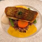 デザミ - 料理写真:白身魚のポワレ