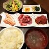 越後肉蔵堂 - 料理写真:日替わり三品盛り 860円