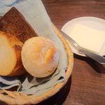 レストランエクセル阿部 - パン3種とマーガリン