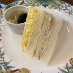 崎陽軒本店 アボリータム - 下段 ミックスサンドウィッチ    (タマゴ・ツナ)    具がたっぷり、パンも美味しいです。