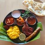 カザーナ - ★☆バナナの葉で食べる☆★ インド定食でインド気分を味わいませんか?