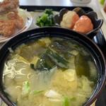 大福食堂 - 並々味噌汁、具沢山