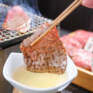 【出汁ダレ】で食べるオレイン55はとろけるような味わいです!