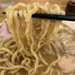 力皇 - 麺は中太、新潟から毎日届くとのこと。やや柔らかめな配合。