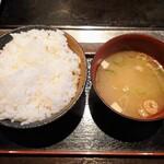狸狸亭 - 令和2年8月 ランチタイム お好み焼き定食のごはん、みそ汁