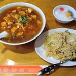 魯園菜館 - 料理写真:麻婆麺+半チャーハン。