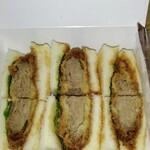Kaiseitei - ミルフィーユビーフカツサンド♡薄切り牛肉を重ねてカツにしてあります。薄味で上品な味付けですね。