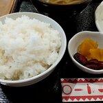 味加味 - 琉香豚トンカツ定食の漬物とご飯