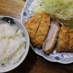 147879012 - ロースかつ定食