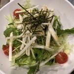渋谷道玄坂一丁目応援団 大分からあげと鉄板焼 勝男 - 水菜と大根のサラダ(495円)