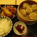 Shuumainojo - 焼売定食 + からあげ  ¥880(税込)