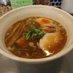 3104丁目 - 魚介ラーメン しょうゆ(850円、斜め上から)