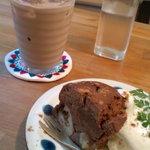 cafe muni - アイスチャイとスパイスケーキ