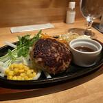 Nodorosso - ビジネスランチ¥1.210             肉塊ハンバーグ150g ミニサラダ コーンスープ ご飯