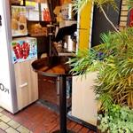 横浜中華街 中國上海料理 四五六菜館 - スタンディングテーブル。