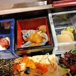 Hommagurotosousakuwashokuginjoukuraudo - お重の中の小鉢も美味