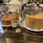 ログ - 今日は、オレンジのパウンドケーキとシフォンケーキから選べます