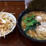 横浜らーめん 峰の家 - 料理写真:赤味噌ラーメン、ネギチャ丼