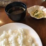 グリルじゅんさい - セットのご飯 味噌汁 漬物