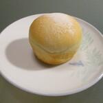 リフィート - カスタード。食感とカスタードクリームの爽やかな甘さが絶品。