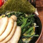 横浜家系ラーメン たくみ家 - 料理写真:チャーシュー麺+ほうれん草トッピング(UP)