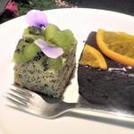 ノム コウベ - キゥイケーキとチョコレートケーキ