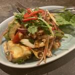 タイ料理研究所 - * ヤム・アボカド  アボカドとエビのスパイシーサラダ 1,300円