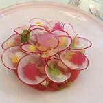 147944848 - 桜の形に野菜が切ってあります