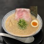 麺屋 風火 - 料理写真:濃厚醤油とんこつ 800円