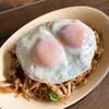 キッチンわたなべ - 料理写真:目玉焼きそば 800円