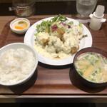 ボンバーキッチン - チキン南蛮定食3個840円