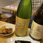 もつ焼き 肉の佐藤 - おススメ日本酒を各2号。