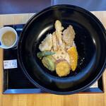 陣屋 - 料理写真:侍天丼@820、ご飯少なく見えますが丼飯以上。丼大きいので騙されます。