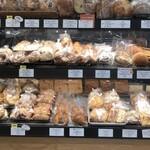 breadworks - 細かくたくさんの品揃え