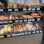 breadworks - 食パン類も豊富です