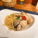 147960290 - 牡蠣とホタテのしろ菜のオイルソース